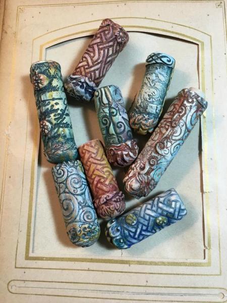 Amulet beads